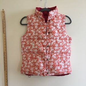 AEO   Red Floral Reversible Puffer Vest sz S
